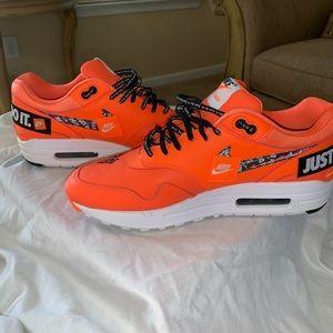 """Men's 8.5 Nike Air Max """"let's do it"""" sneakers"""